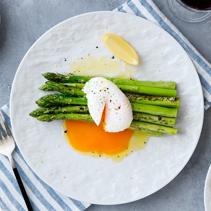 テーブルに高級感をもたらすスレート風 独特の風合いがおしゃれな白い大皿