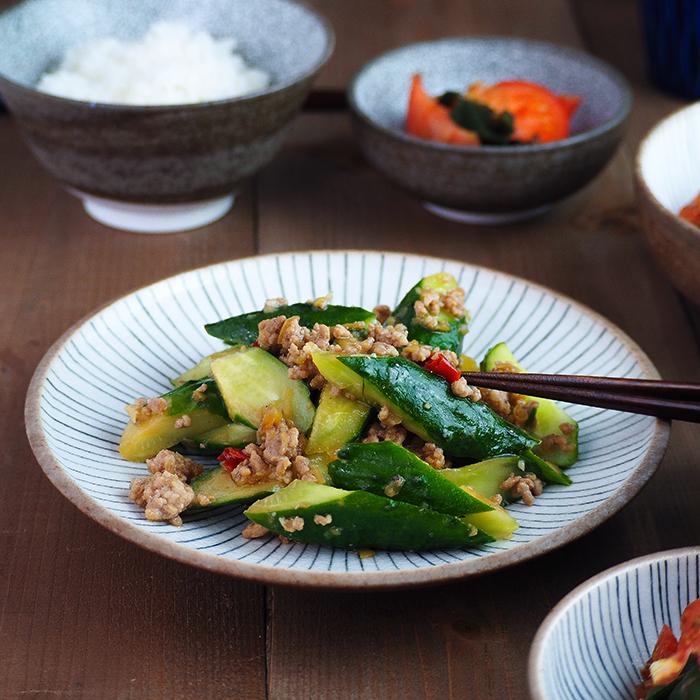 メイン料理や取り皿にも 毎日使える便利なお皿
