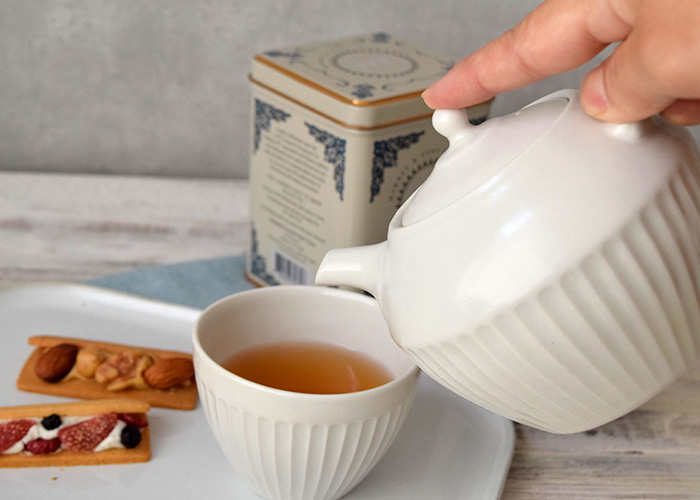 片手でさっと持てるのでスマートにお茶の準備ができますよ。
