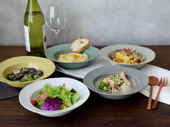 程よく深いので、パスタ皿、スープ皿、サラダ皿にも使いやすいですよ。
