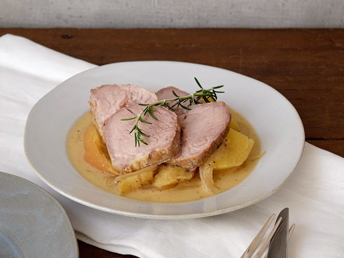 中央部分にやや深さがあるので、汁気のある料理も問題なく盛れます。