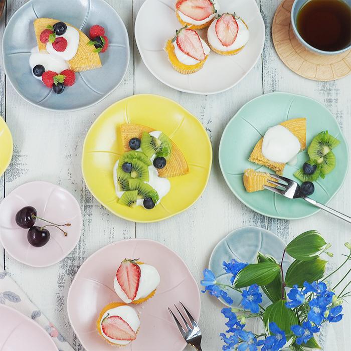 可愛らしいお花の形食卓を華やかにするおしゃれプレート