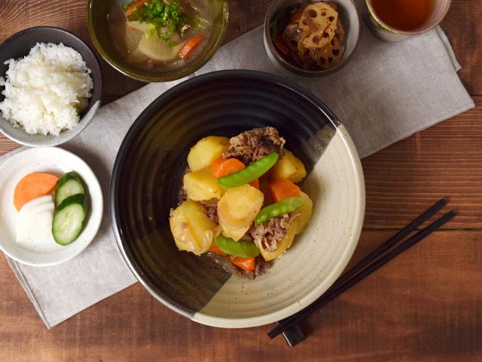 みんなでシェアする食器として、メイン料理に活躍する食器