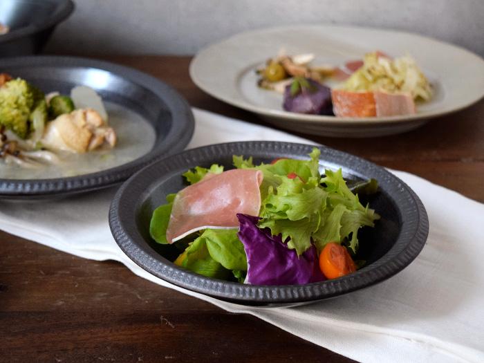 サラダボウルやデザートボウルの他、料理の取り鉢にも便利です。