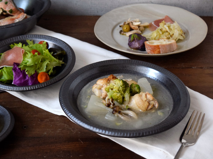 スープ皿から、煮物の盛り鉢まで大活躍します。