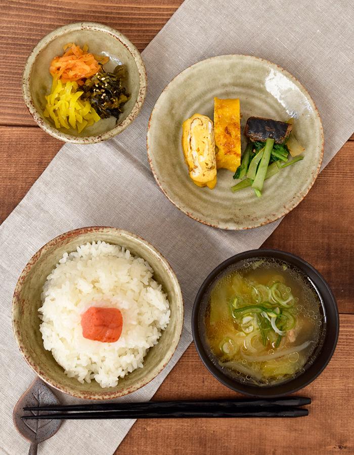 落ち着きがあって手に取りやすい、和食にも洋食にも使えるデザインです。
