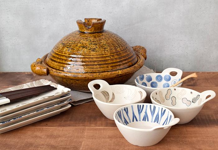 中鉢や小鉢として、和洋問わず使えます。深さがあるので汁気のある料理もしっかり受け止めてくれます。