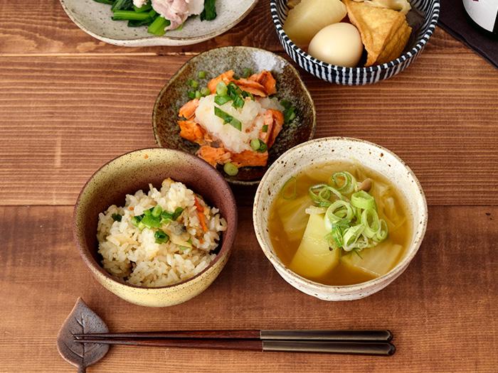 程よい深さとサイズで、ミニ丼からお茶碗まで幅広く使えます。