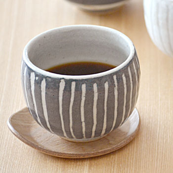 土物のマグカップ