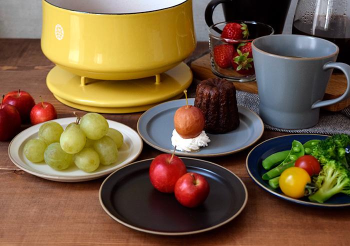 醤油皿や薬味皿はもちろん、取り皿にも使える大きめ小皿。