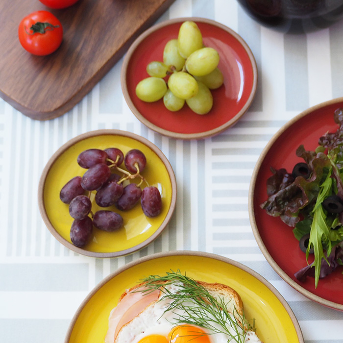 食卓に明るさをプラス カラー食器のプレート小皿